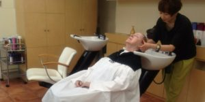 Getting your hair washed at a hair salon in Japan | SharonsWalkabout.com
